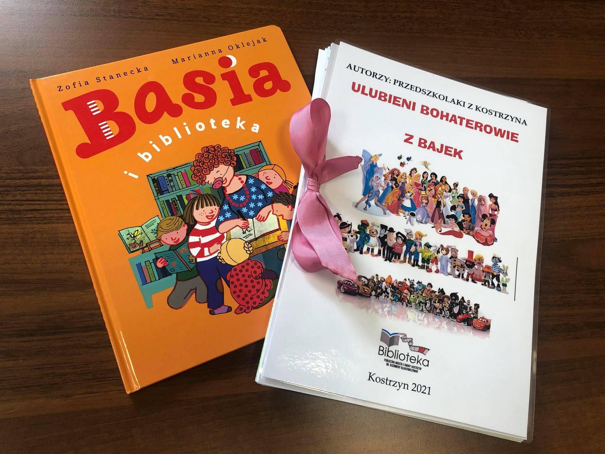 """Na zdjęciu książka pt. """"Basia"""" oraz książka stworzona z rysunków wykonanych przez dzieci podczas Literackiego Czwartku."""