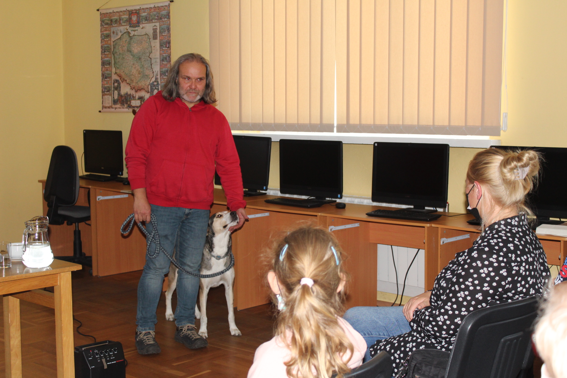 Podróżnik Krzysztof Nowakowski ze swym czworonożnym przyjacielem - psem Henią.